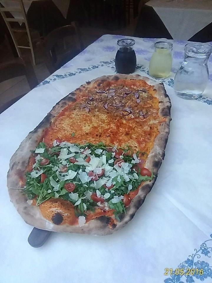 pizza mezzo metro fata, margherita e tonno e cipolla