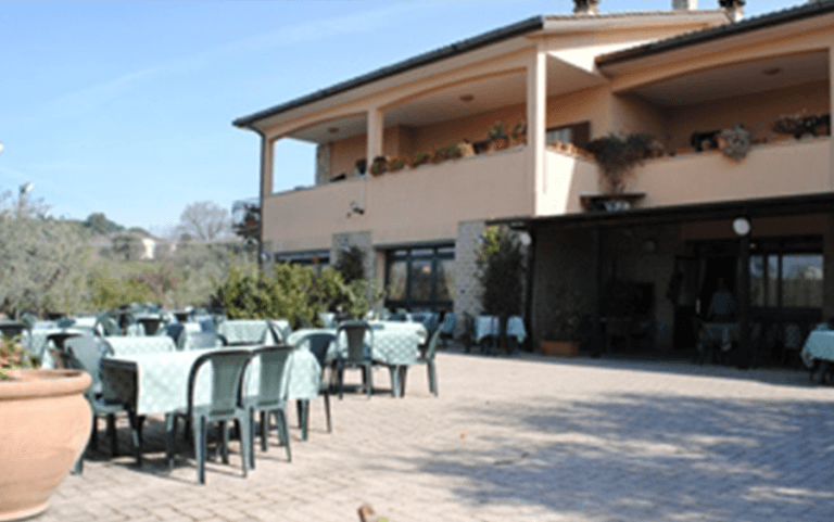 Terrazza panoramica capena roma nord ristorante il giardino degli ulivi - Ristorante con tavoli all aperto roma ...