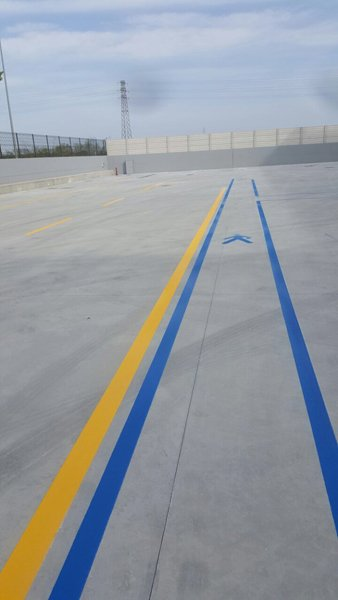 giallo con striping blu di distanza
