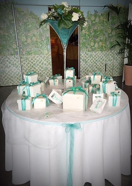confetti ed allestimento tavoli