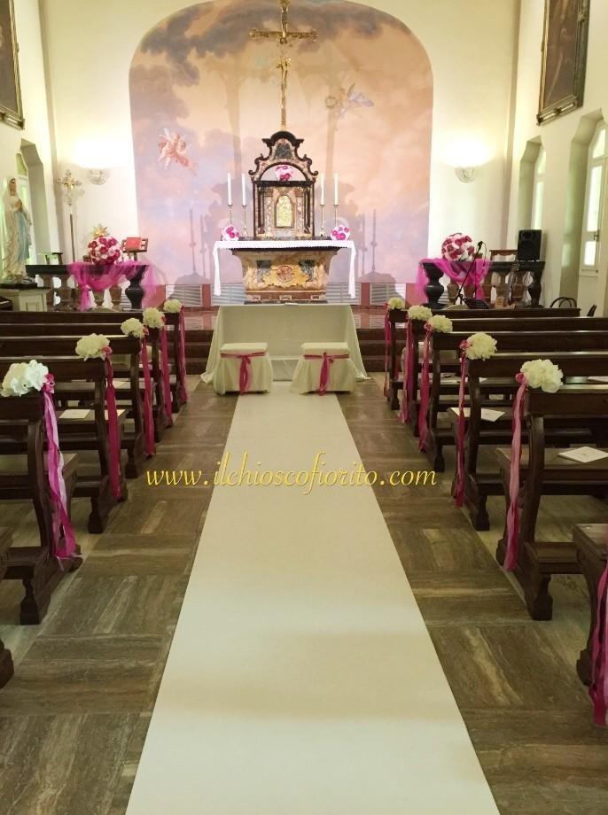 fiori in chiesa per rito religioso