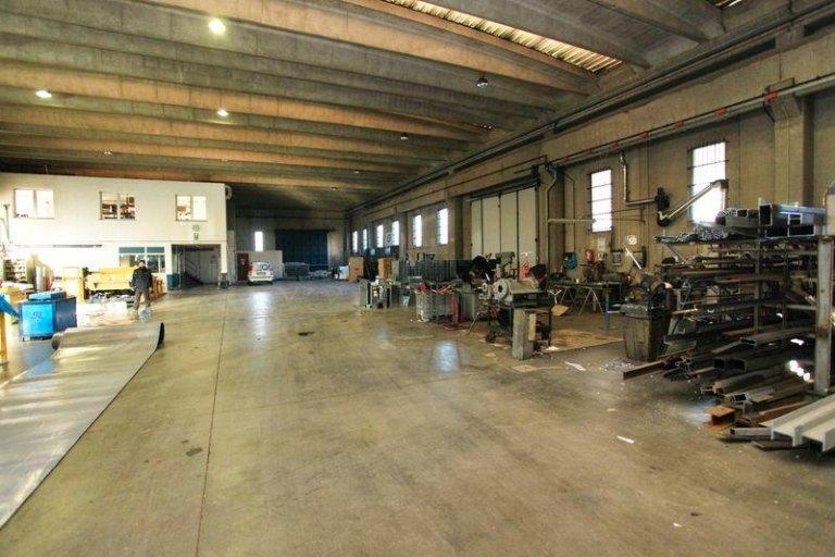 hangar d'entreprise en métal