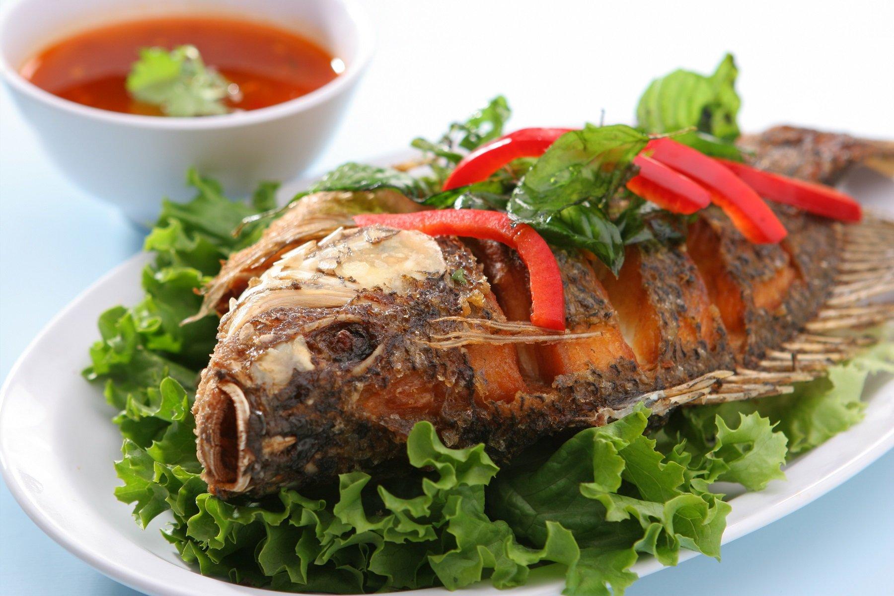profonda pesce tilapia fritto