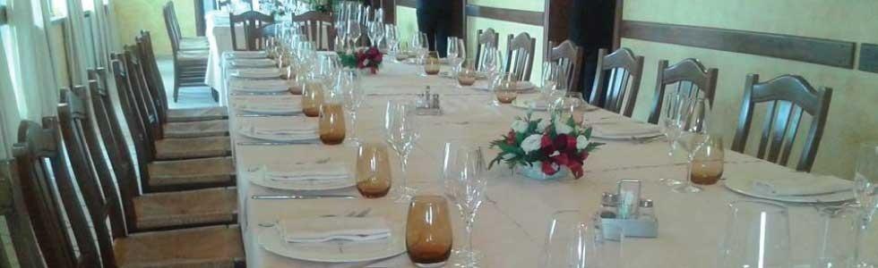 tavolo apparecchiato per cerimonia