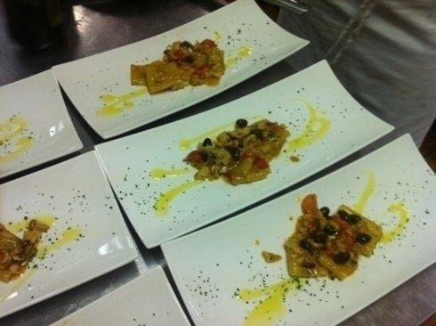paccheri con sighetto di pesce e olive nere