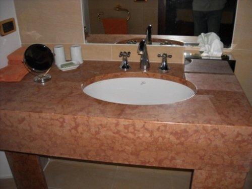 Lavandino bagno in marmo
