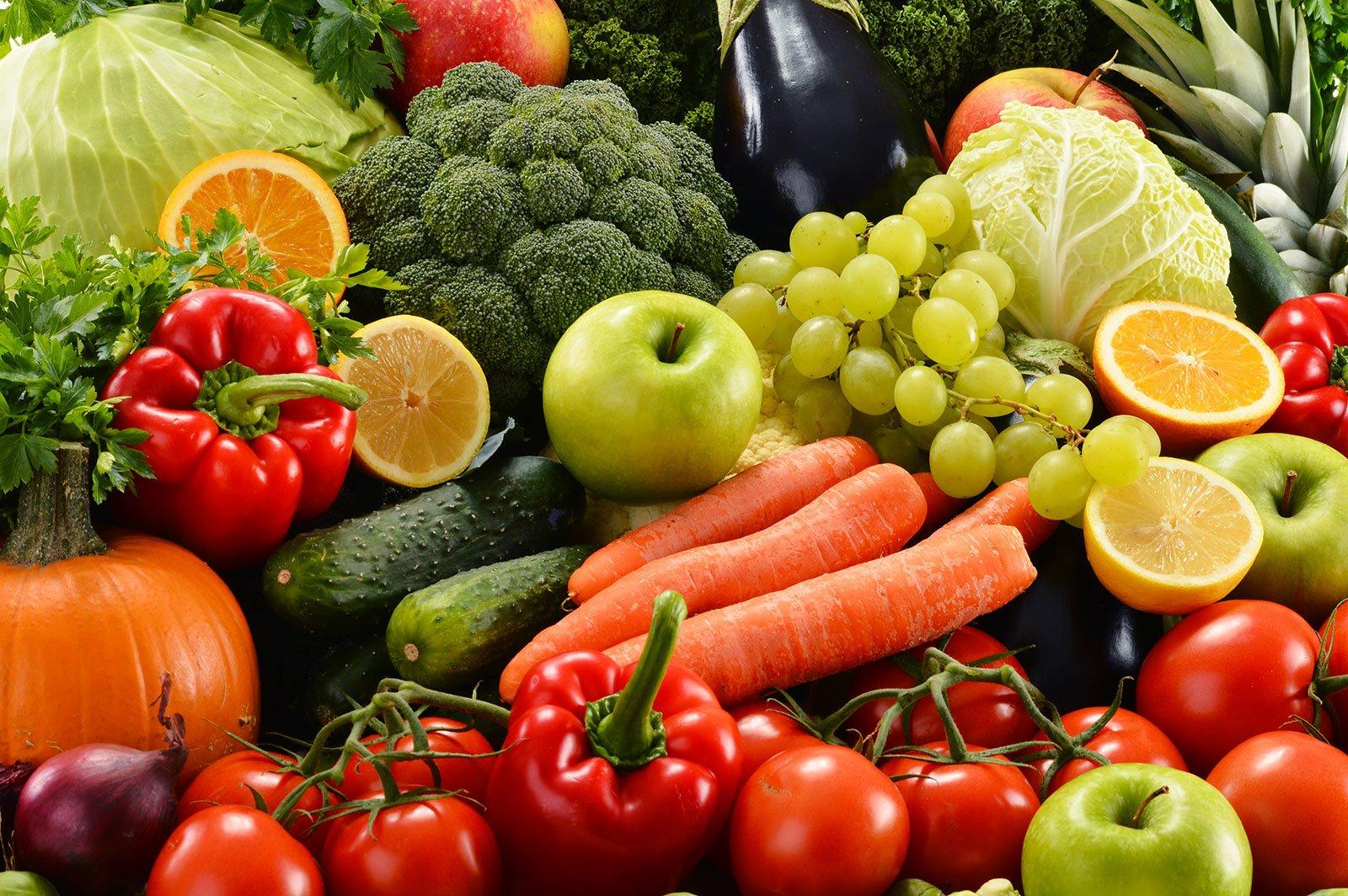varietà di frutta e verdura