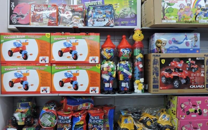 Vasto assortimento di giocattoli