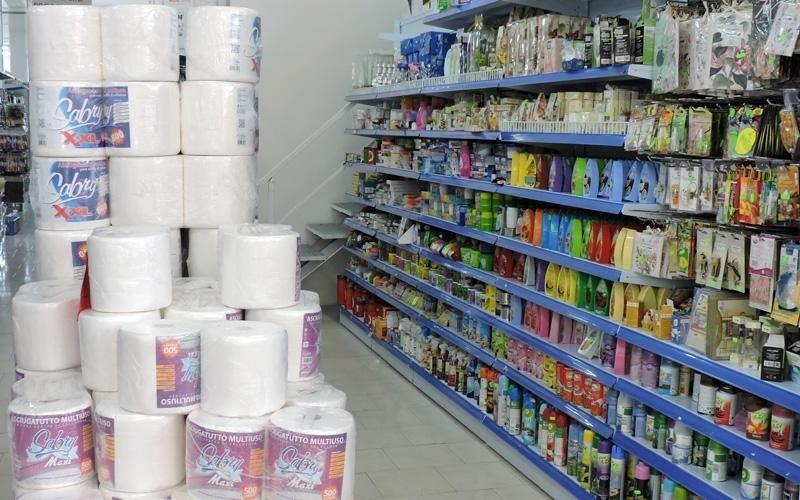 Vendita casalinghi e rotoli di carta