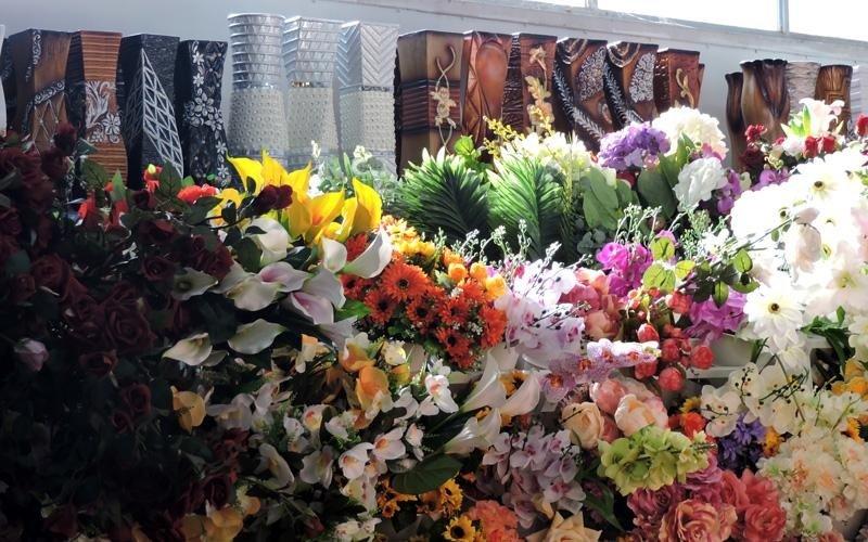 Assortimento fiori di plastica