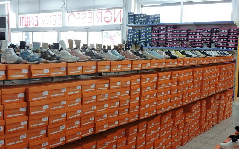 Offerta di calzature uomo donna