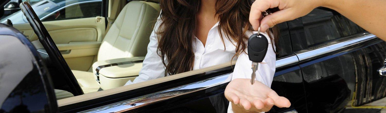 passaggio di chiavi di un auto