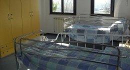 camere doppie, camere singole, cucina interna