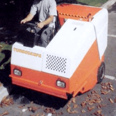 pulizia foglie giardini