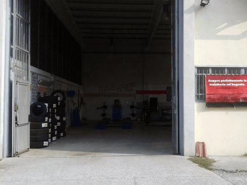 Taglietti e Mariani offre servizio di deposito pneumatici e assistenza 24 ore.