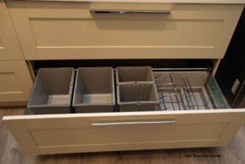 cassetto da cucina per posate