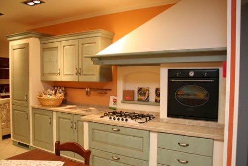 cucina con forno rialzato