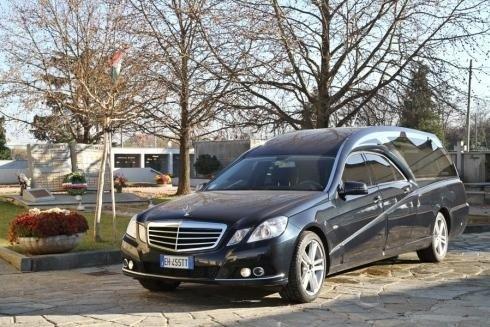 Auto funebre Mercedes