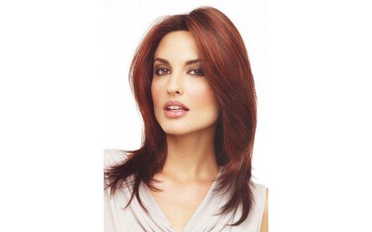 modella con capelli rossi