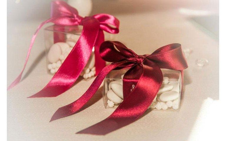confetti con fiocco rosa