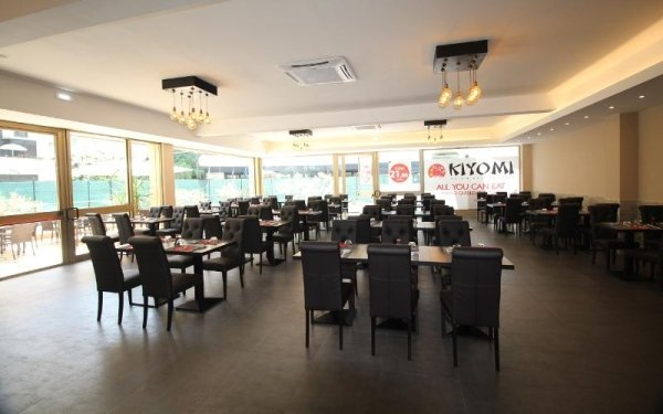 ampio ristorante giapponese
