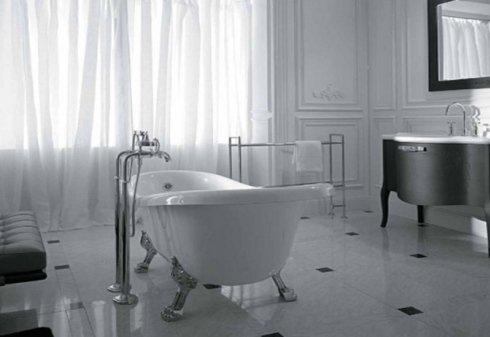 un bagno con delle piastrelle di color bianco e nero