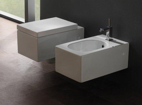 un wc e un bidet a forma rettangolare