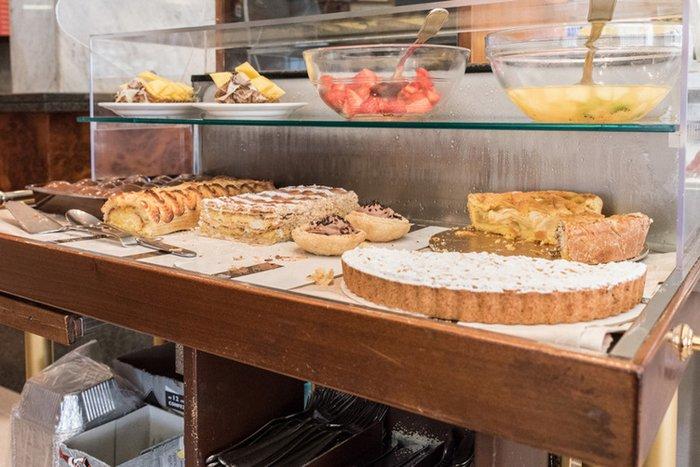 bancone delle torte e dessert