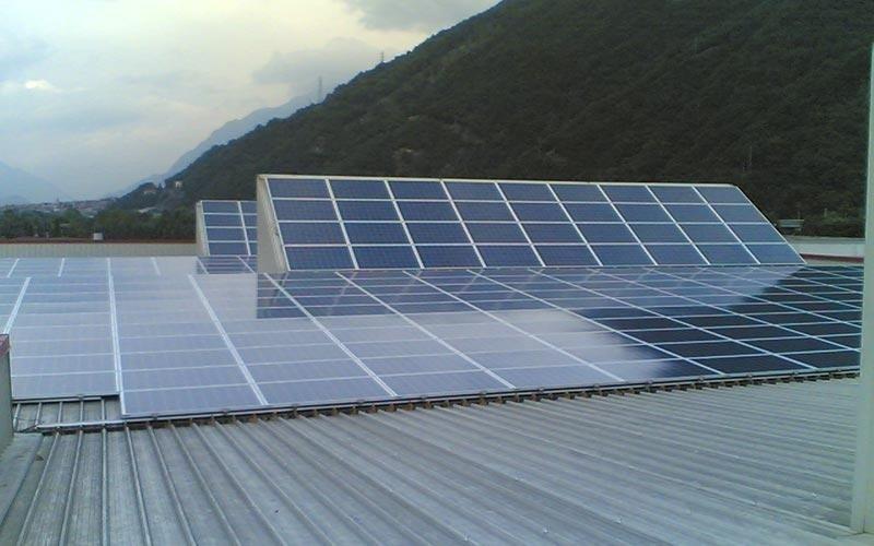 Pannelli solari su capannoni industriali
