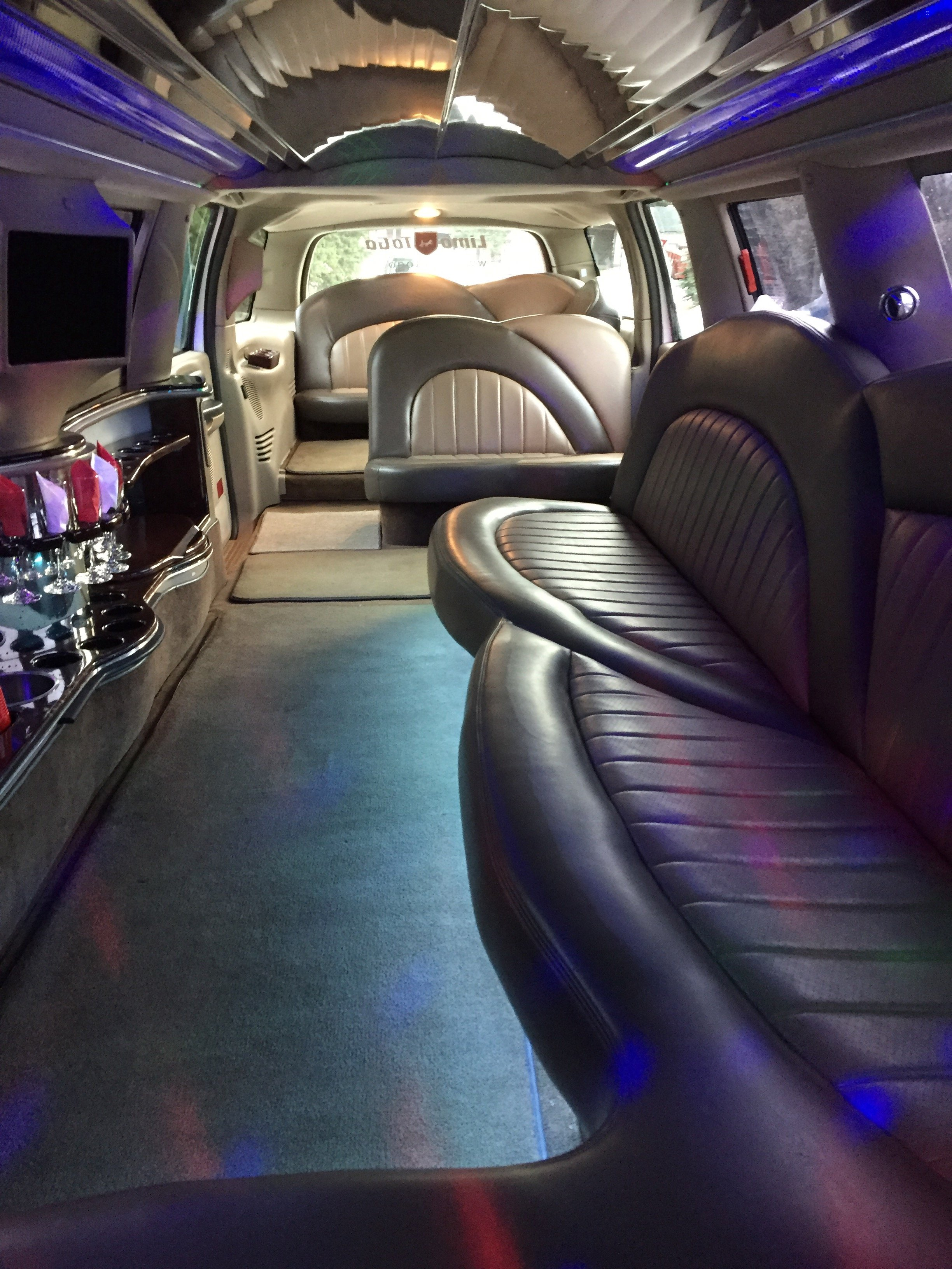 14-passenger-white-excursion-stretch-limo-interior