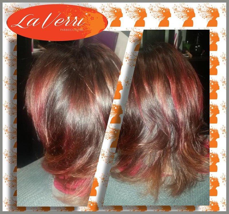 due foto di una cliente con i capelli mossi