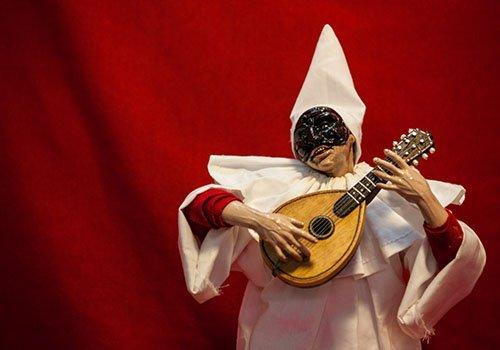 pupazzo pulcinella con mandolino