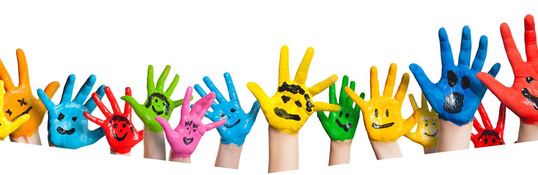 mani bambini colorate di vernice