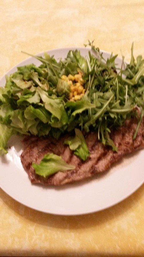 un filetto di carne e rucola