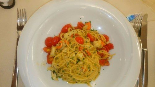 spaghetti al pesce e pomodorini