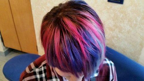 capelli corti in colorazione 4D dall'alto