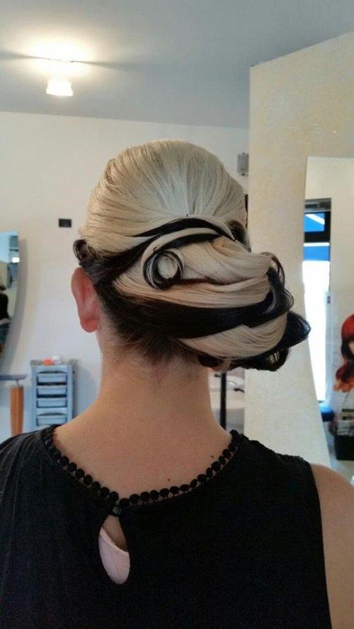 acconciatura capelli lunghi doppia tinta