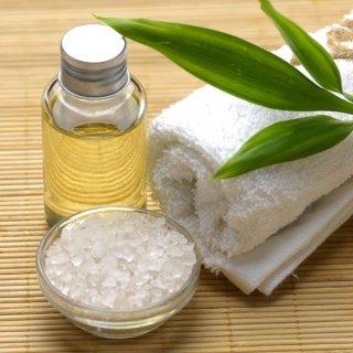 massaggio esfoliante con sale