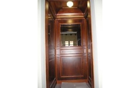 Cabina extralusso con rivestimenti in legno