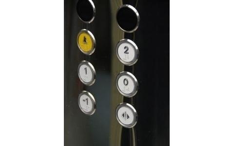 Particolare pulsantiera di cabina in acciaio inox