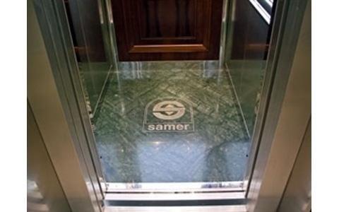 Particolare pavimento in marmo personalizzato