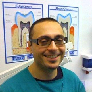 specialista implantologia