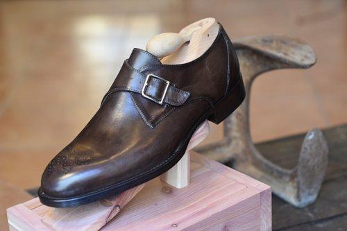 scarpa marrone con fibbia