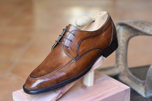scarpa marrone con laccetti