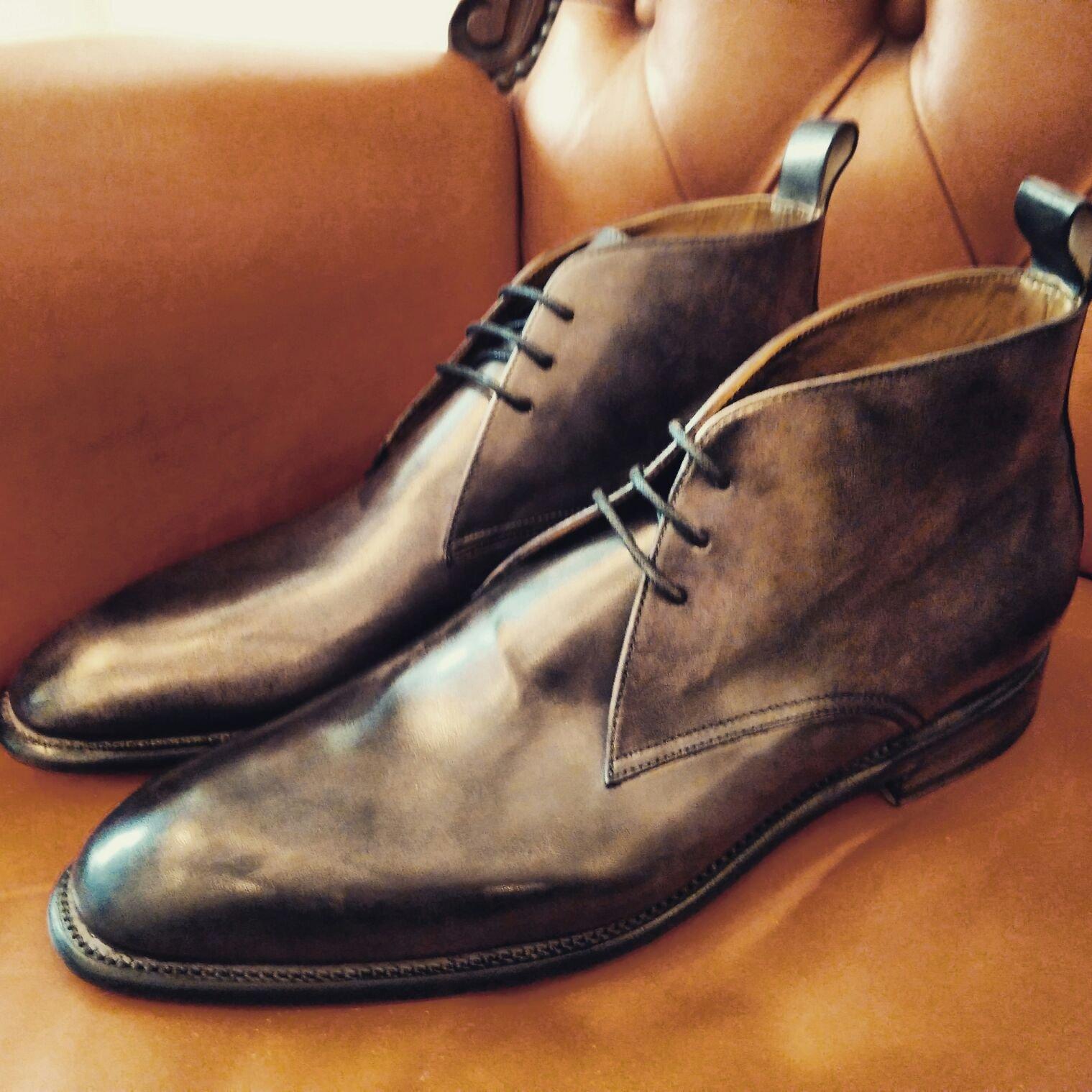 due scarpe artigianali