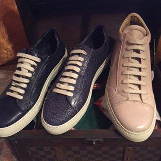 scarpe sportive rosa e blu