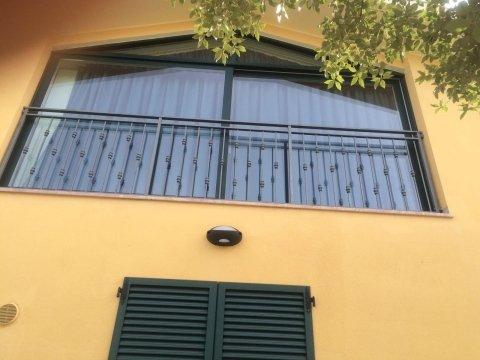 finestre con ringhiera