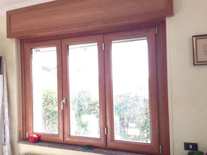 finestra in legno classica