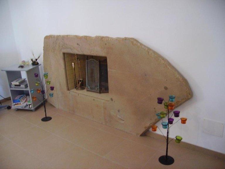 rivestimenti per caminetti in pietra di Mistretta
