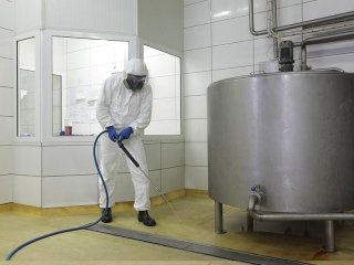 Reinigung von Umgebungen mit hohen Anteilen chemischer Belastung